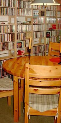 cd regal und cd regalsysteme um musiksammlungen perfekt zu. Black Bedroom Furniture Sets. Home Design Ideas