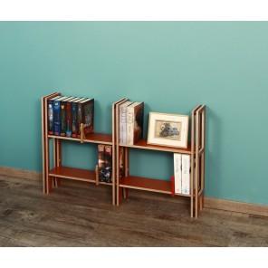 Kleines Bücherregal in hellbraun