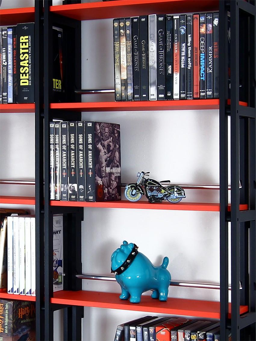 dvd regal in schwarz auch f r taschenb cher eine tolle aufbewahrung. Black Bedroom Furniture Sets. Home Design Ideas