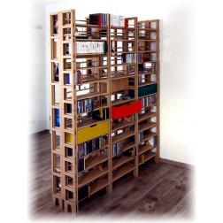 Zusammengestellter Raumteiler für Massenhaft CDs, DVDs und Bücher (rechte Seite)